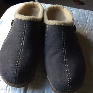 Earth Origins gray suede clog 11W